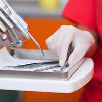Especialidades de cirurgia oral, odontopediatria e de periodontologia