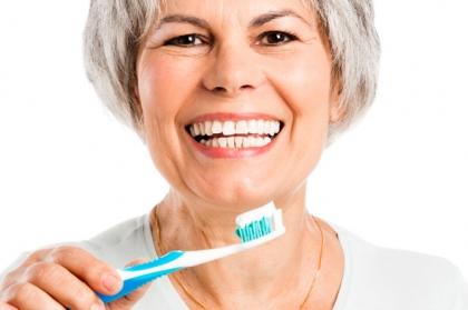 Mais de metade dos portugueses escovam dentes duas vezes ao dia