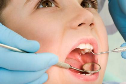 Crianças de 4 e alunos do ensino privado integram o programa cheque-dentista